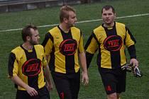 ZÁLOŽNÍK. Josef Komárek (vpravo) nastupuje v záložní řadě sestavy fotbalistů Milevska.