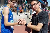 Zleva: Jakub a Roman Budilovi.