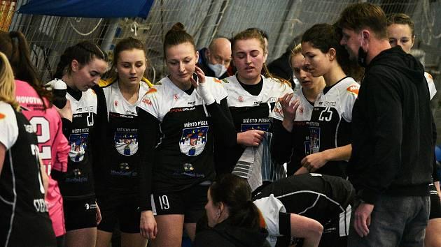Písecké házenkářky vstoupily do play out o záchranu v MOL lize domácí remízou s Plzní.