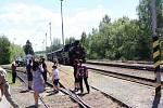 Příjezd parní lokomotivy na nádraží v Mirovicích.
