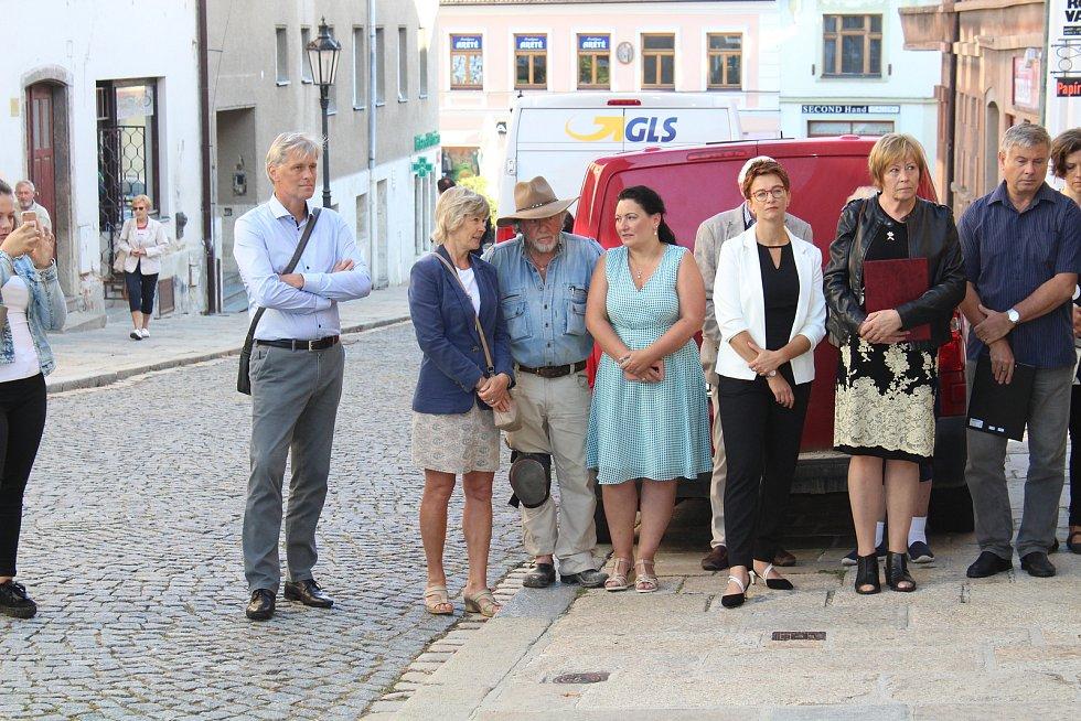 První tři kameny zmizelých byly umístěny ve Smetanově ulici v Písku.