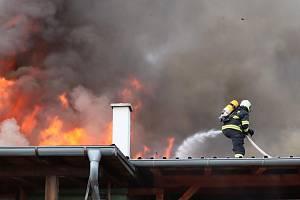 Plameny v truhlárně v Podolí I způsobily škodu za pět milionů.