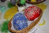 I MEZI NÁMI JSOU UMĚLCI se jmenoval první ročník výstavy, kterou pořádala v pátek a sobotu TJ Sokol Mirotice v sokolovně. K vidění byly velikonoční dekorace, proutěné košíky, sochy, obrazy a další.