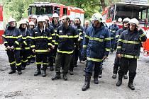 Cvičení hasičů u penzionu U Malířských.