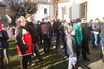 Start silvestrovského pochodu kolem Bernartic.