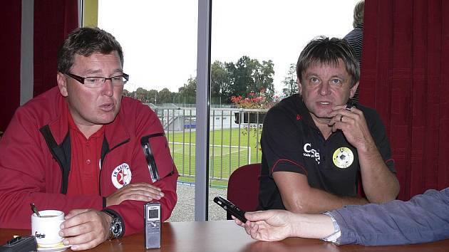 Třetiligové fotbalové utkání Písek - Kunice (0:2) hodnotili trenéři obou týmů: hostující Zbyněk Hašek (na snímku vlevo) a domácí Karel Musil.