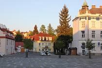 Milevské náměstí s budovou městské policie (uprostřed). Ilustrační foto