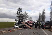 U Drhovle na Písecku se stala vážná nehoda. Střetla se zde tři auta.