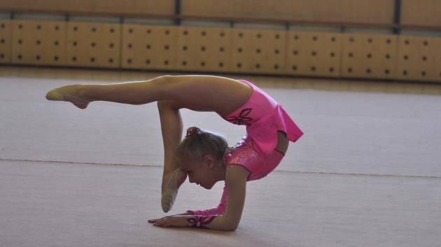 Na snímku je při cvičení milevská gymnastka Tereza Kutišová, která na mezinárodním závodě v Praze obsadila v silné konkurenci ve své kategorii desáté místo.