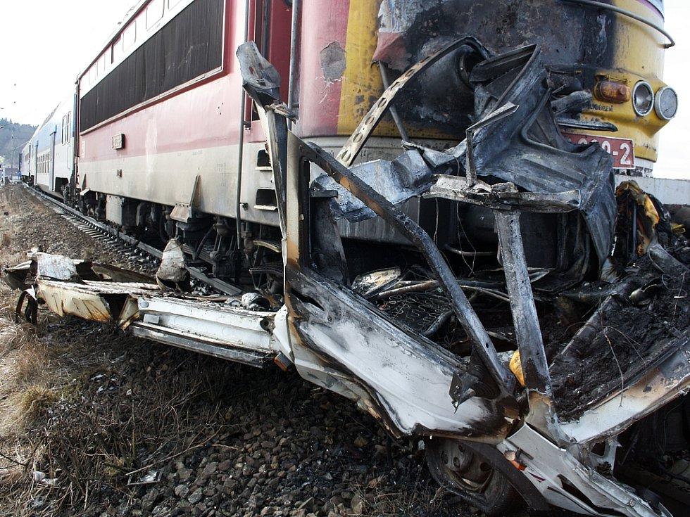 V Protivíně zemřel řidič dodávky, která vjela pod vlak.