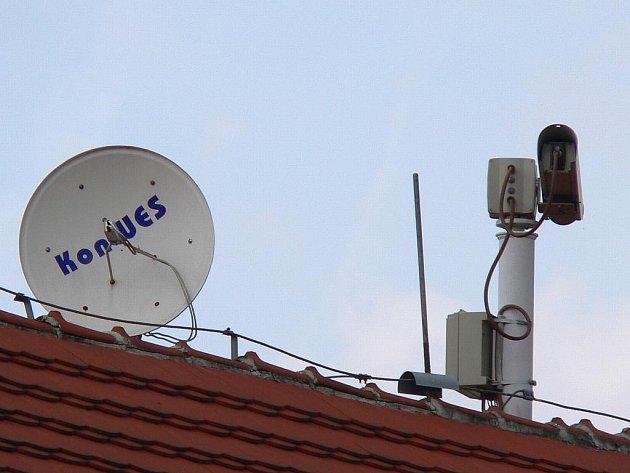 Jedna z píseckých kamer sleduje Kamenný most ze střechy Obchodní akademie.