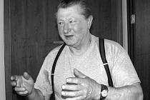 MALÍŘ. Výtvarník – amatér Václav Majer z Vrcovic, který od úterý 3. dubna vystavuje v písecké Galerii Portyč.