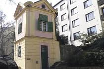V Komenského ulici stojí od roku 1840 tento altán pojmenovaný po kaplanovi a  katechetovi píseckých škol Josefu Kronbergerovi.