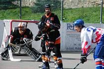 Po domácí porážce 2:4 s týmem TJ Stars Suché Vrbné (na snímku momentka ze zápasu), se hokejbalistům HC ŠD Písek nedařilo ani na hřišti mužstva HBC Vikings České Budějovice, kde podlehli 1:4.