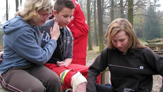 Český červený kříž školil mladé zdravotníky na chatě Živec v Píseckých horách