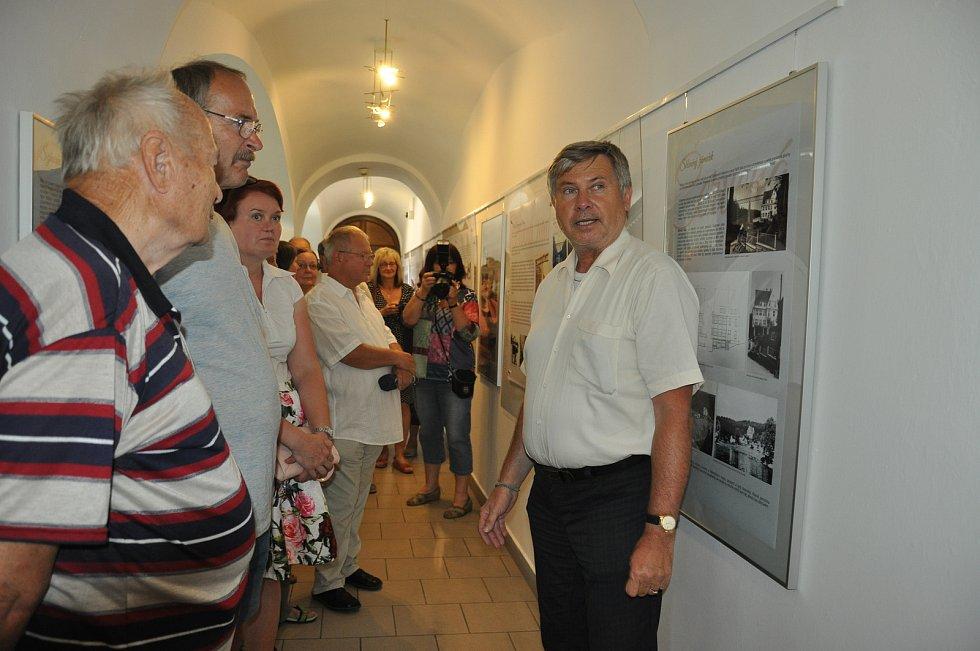 Výstava v Prácheňském muzeu připomíná zašlou slávu Červené nad Vltavou.