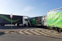 Dopravní nehoda 3 nákladních vozidel u obce Lety.