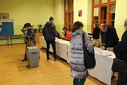 Na ZŠ T. G. Masaryka v Písku jsou tři volební okrsky - 21, 22 a 23.