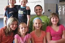 Chlapci zleva: Jakub Fiala (3. třída), Kryštof Andrej (3. třída) a Dominik Žák (4. třída) a dívky zleva: Marie Musilová (5. třída), Natálie Hájková (3. třída), Tereza Procházková (4. třída) a Jiřina Pelikánová (4. třída).