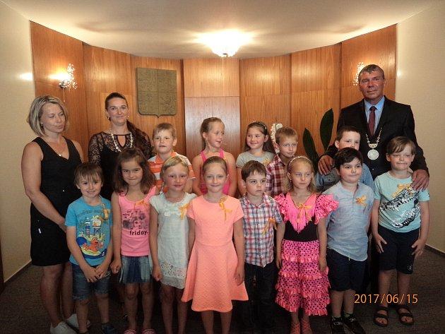 Předškoláci ze Záhoří se rozloučili se školkou.