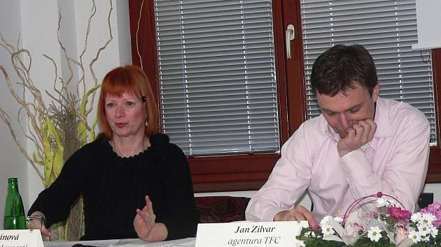 Moderátorkou píseckých slavností bude Bára Štěpánová (vlevo). Vpravo Jan Zilvar z pořádající agentury TFC.