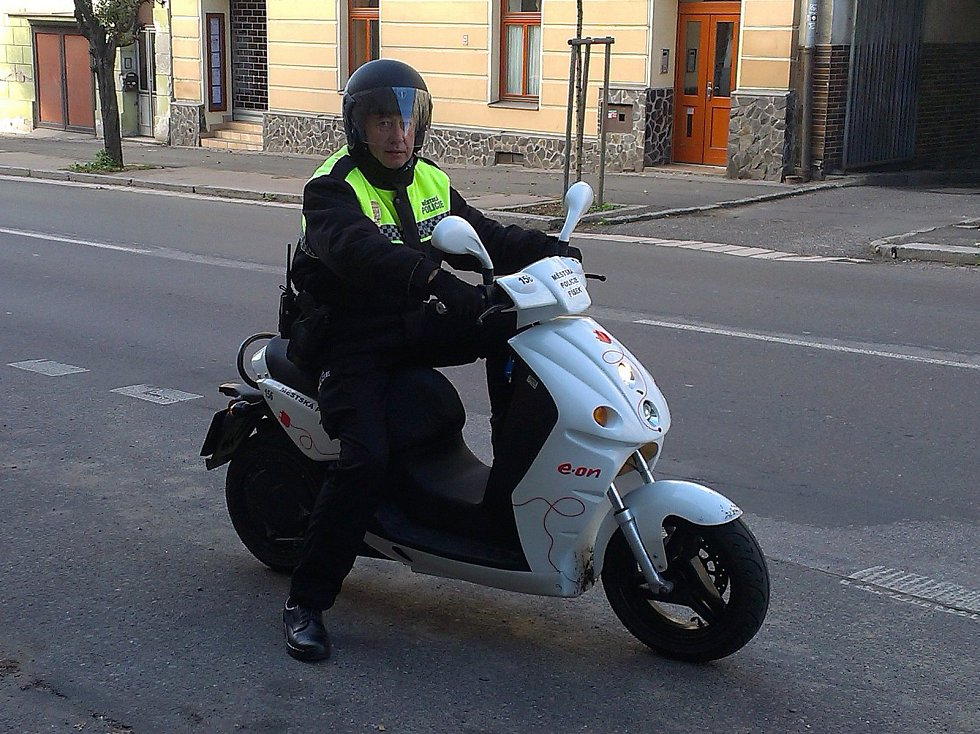 Elektroskútr  využívaný Městskou policií v Písku.