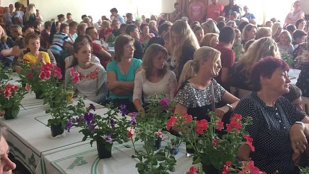 Oslava dne matek v Klukách.