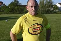 Daniel Los je ve svých 52 letech kapitánem mužstva ZJ ZD Kestřany B v okresní fotbalové III. třídě Písecka.