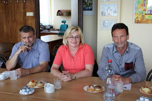 Členy poradního sboru jsou také (zleva) starosta Milevska Ivan Radosta, tajemnice Městského úřadu Písek  Zlatuše  Hofmanová a ředitel SOŠ a SOU Písek Milan Rambous.
