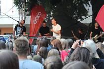 Palackého sady rozezpívali Marek Ztracený a kapela Like-It.