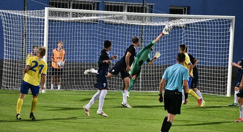 Štěpán Koreš táhne Písek v ČFL a současně již předává zkušenosti mladým hráčům jako trenér.