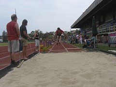 Na snímku z Vlašimi je chyšecký závodník Václav Strouhal při skoku dalekém.