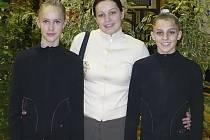 START V ZAHRANIČÍ. Na snímku ze závodu v Ljubljani jsou zleva: Kristýna Souhradová, trenérka Petra Kofroňová a Ludmila Korytová, všechny z milevského klubu RG Proactive.