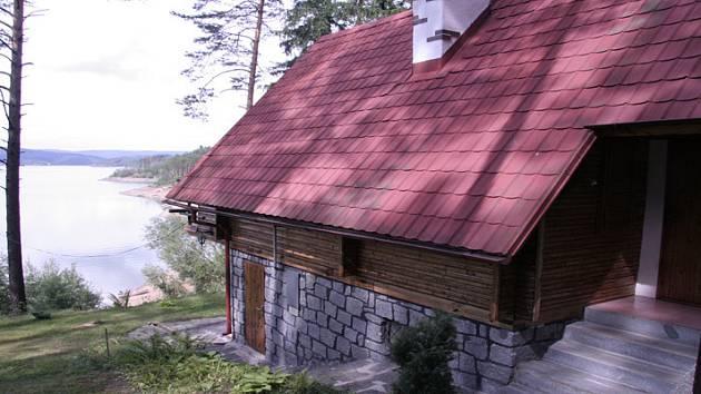 Chata, z níž zloděj odnesl milion korun