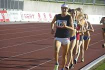 Vytrvalkyně Valerie Eningerová z Atletiky Písek (na snímku je v čele startovního pole závodu žen na 1500 m při loňském mistrovství ČR v atletice do 22 let v Písku, kde vybojovala bronzovou medaili) dosáhla velmi dobrých výsledků i při halových závodech.