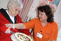 Oslava 103. narozenin Marie Macháčkové.