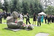 Uctění památky obětí cikánského tábora v Letech.