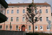 Budova pošty čp. 123 na náměstí E. Beneše.