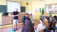 Básníci navštívili děti na Benešovce.