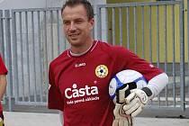 Brankář Miroslav Hrdina, nový hráč třetiligových fotbalistů FC Písek, přichází na první trénink mužstva, kterému by měl v této sezoně pomoci k postupu do vyšší soutěže.