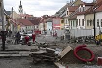 Archivní snímek zachycuje  2.etapu rekonstrukce Žižkovy ulice v Písku.