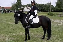 Na snímku je Kristýna Mrzenová s koněm Havran 1 po obsazení druhé příčky v drezurní úloze P4.