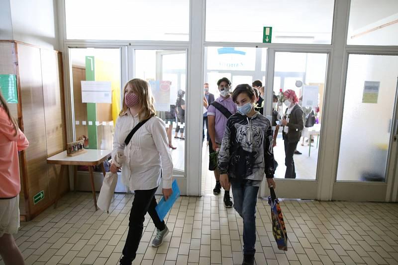 Žáci ZŠ Záhoří na Písecku si přišli v pátek 26. června pro vysvědčení téměř všichni.