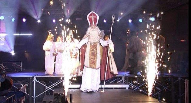 Snímek je z loňského příchodu Mikuláše na Velké náměstí v Písku.