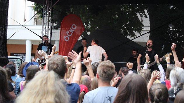 Palackého sady rozezpívali Marek Ztracený a kapela Like-It