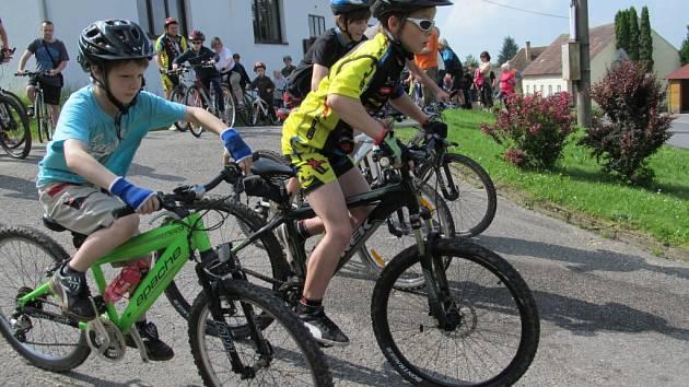 Šest desítek účastníků se v sobotu sešlo v Pasekách k již XIII. ročníku sportovně-turistické akce Přes Písecké hory na kole i pěšky.