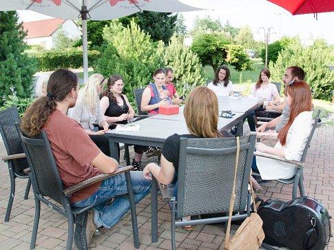 Autorské čtení spisovatelky Šárky Uhrové se konalo v Hotelu Zvíkov.
