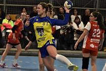 Prim hrály v Bánovcích nad Bebravou zkušené hráčky. Marta Ereskenová (na snímku) dala pět gólů.