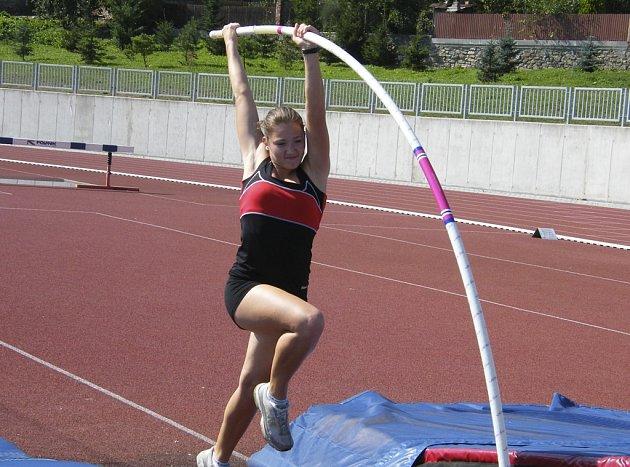 Tyčkařka Nikol Jiroutová z Písku, závodnice Sokola České Budějovice, se stala nejúspěšnější atletkou Jihočeského kraje za rok 2012.