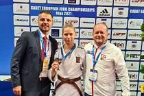Anna Skalská  (uprostřed) si na mistrovství Evropy dorostu v Rize vybojovala bronz.